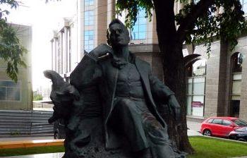 Памятник Ф.И. Шаляпину художественное литье из бронзы, гранит г. Москва, Новинский бульвар