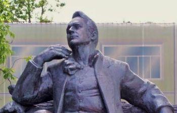 Памятник Ф.И. Шаляпину художественное литье из бронзы, гранит г. Москва, Новинский бульвар 3