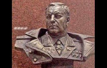 Маршал авиации А.И. Покрышкин (вестибюль ст. м. «Маршала Покрышкина»). г. Новосибирск