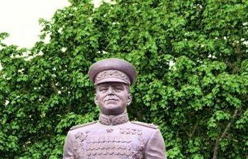 Маршал Советского Союза Г.К. Жуков. г. Тольятти (11й квартал)