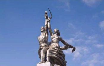 монумента Рабочий и колхозница