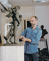 Скульптор В. Суровцев