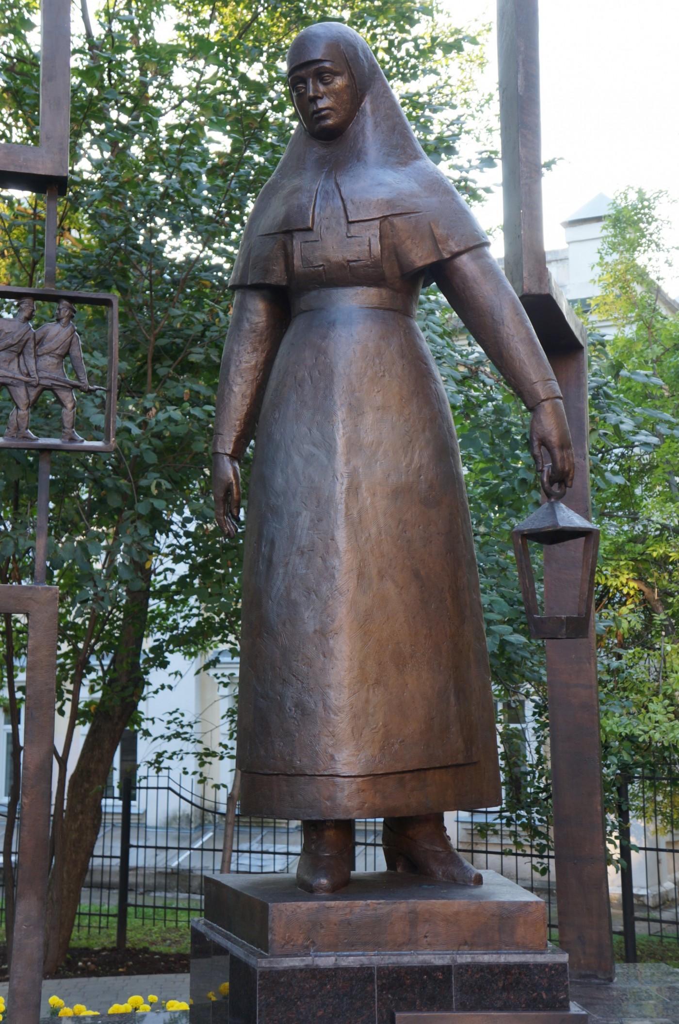 Памятник «Сестре милосердия» открыт в Кирове