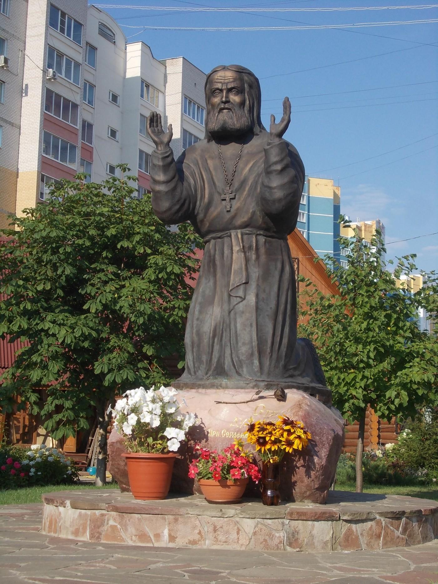 Памятник Серафиму Саровскому в Иваново