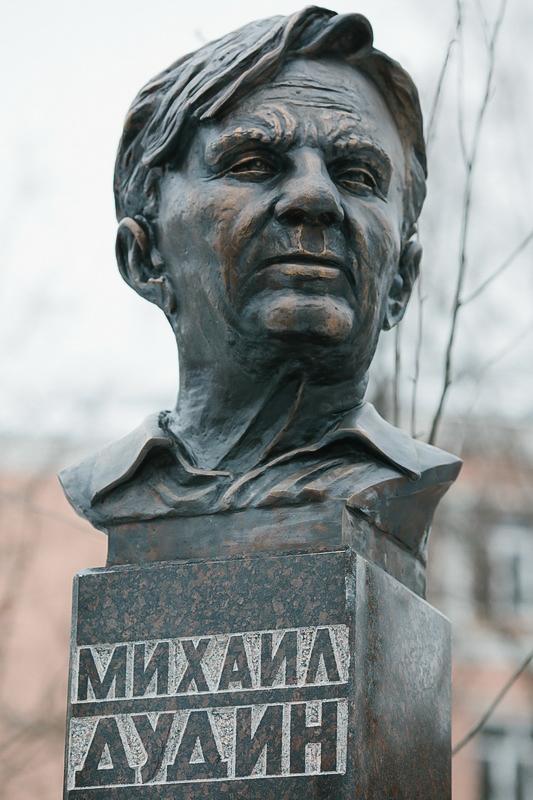 Бюст Михаилу Дудину в Иваново