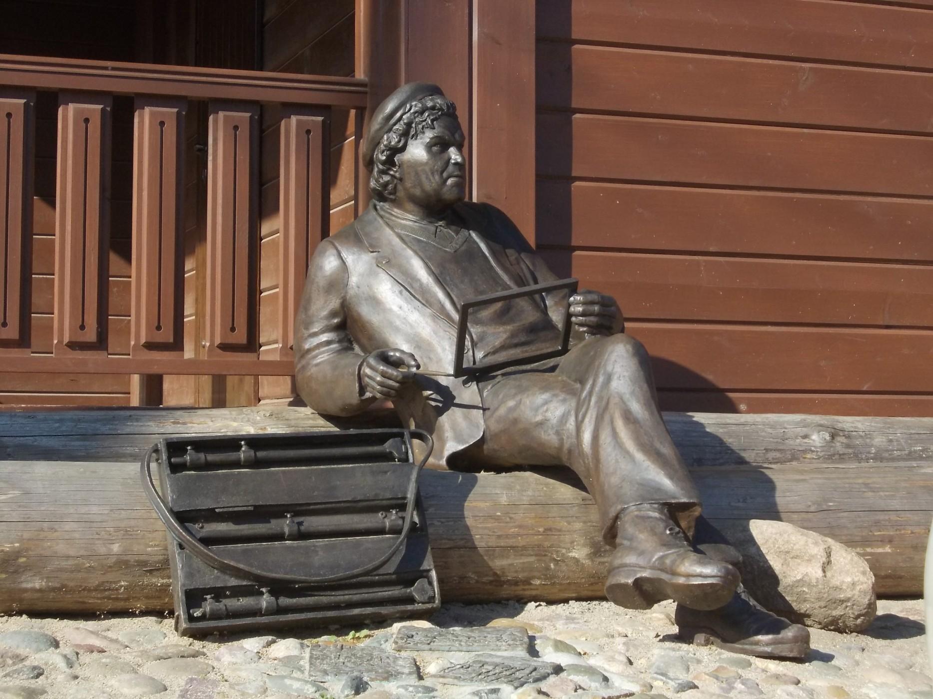 Памятник художнику Фёдорову в Плёсе