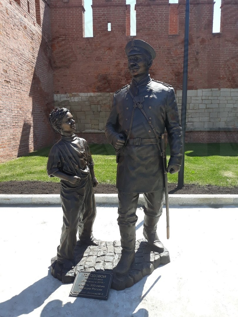 В Туле открыли скульптуру городового