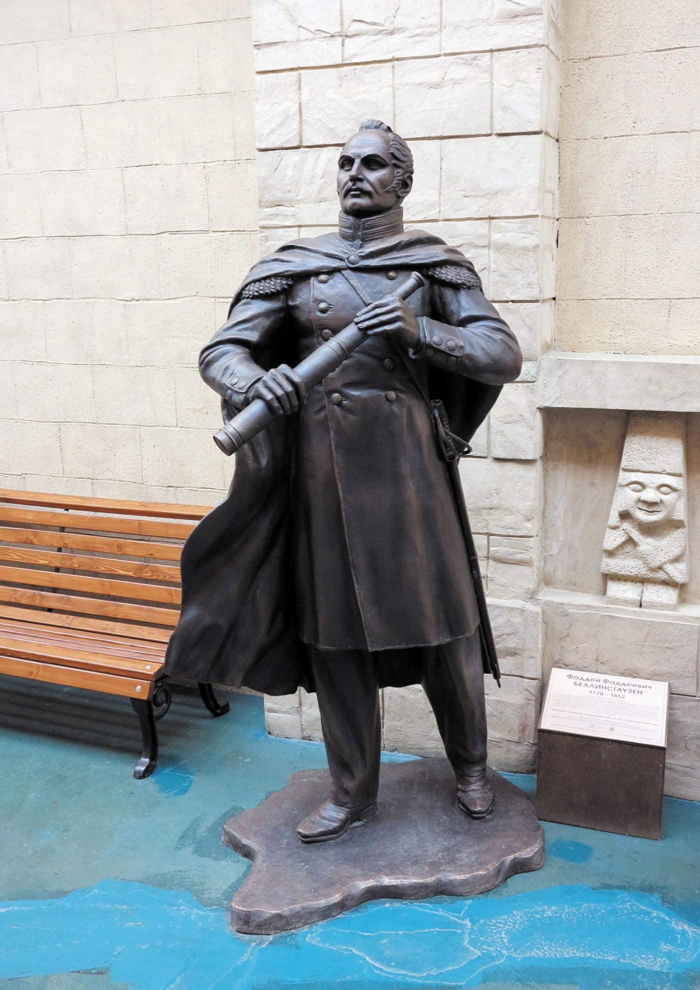 Памятник Ф. Ф. Беллинсгаузену в «Этномире»