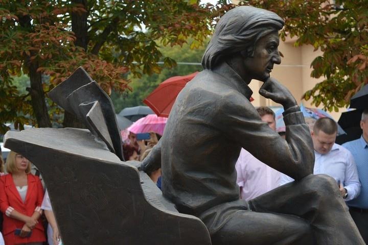 Памятник Альфреду Шнитке в Энгельсе