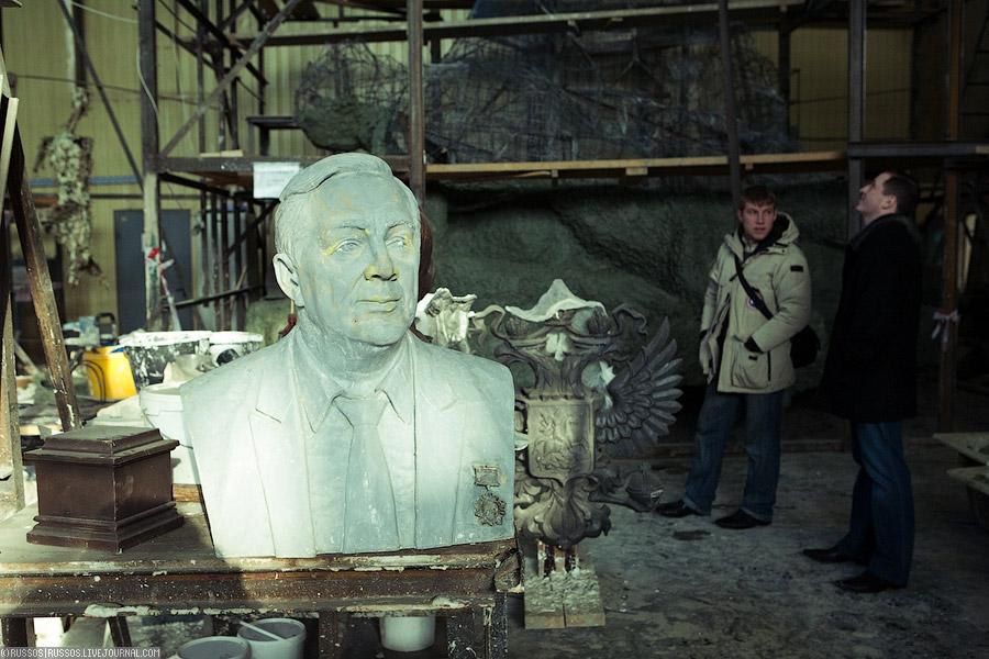 Завершается отливка скульптурной группы «слава русской кавалерии»