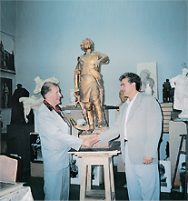 Скульптор Л. Е. Кербель