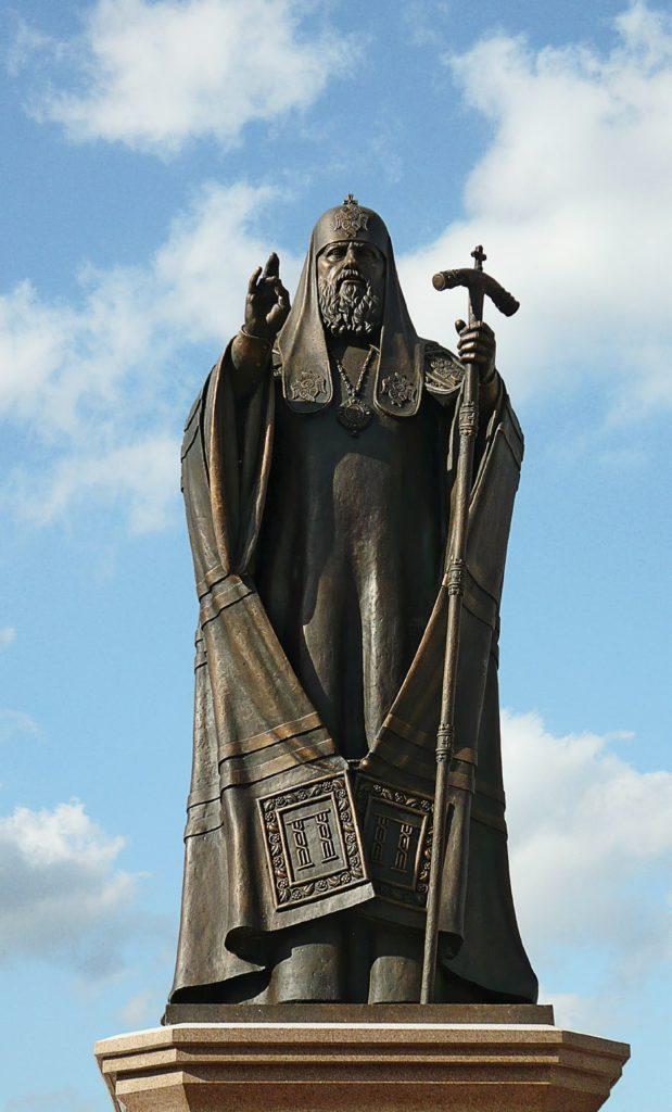 Памятник патриарху Московскому и всея Руси Пимену изготовлен из бронзы на скульптурном предприятии «Лит Арт». Установлен в Ногинске в 2010 году.