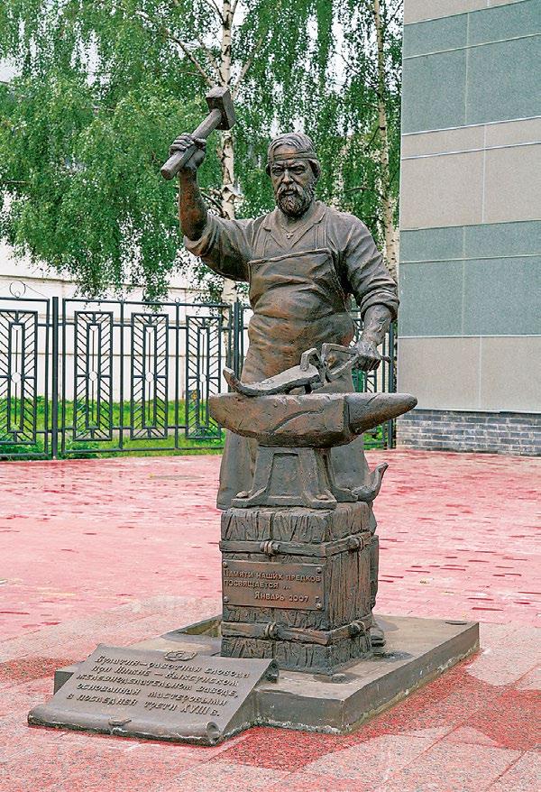 Памятник кузнецу в Выксе
