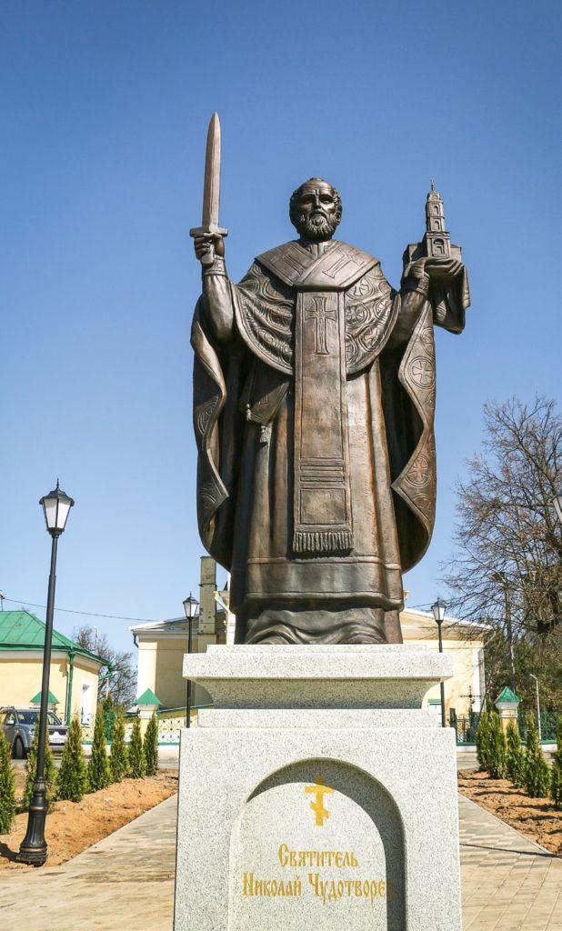 Памятник святителю Николаю Чудотворцу изготовлен из бронзы на скульптурном предприятии «Лит Арт». Установлен в Лосино-Петровском в 2017 году.