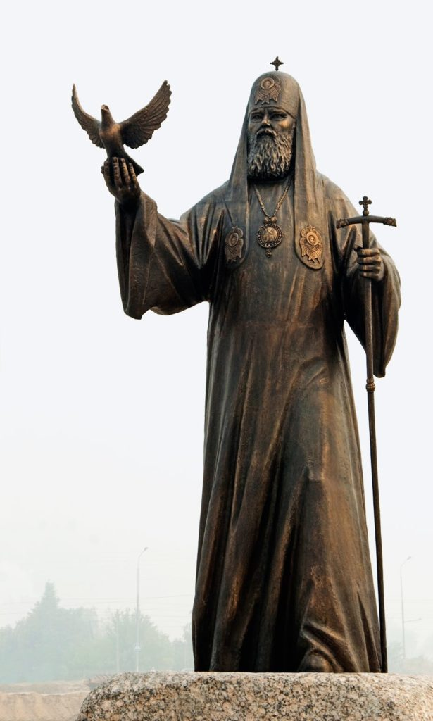 Памятник патриарху Московскому и всея Руси Алексию II изготовлен из бронзы на скульптурном предприятии «Лит Арт». Установлен в Йошкар-Оле в 2010 году.