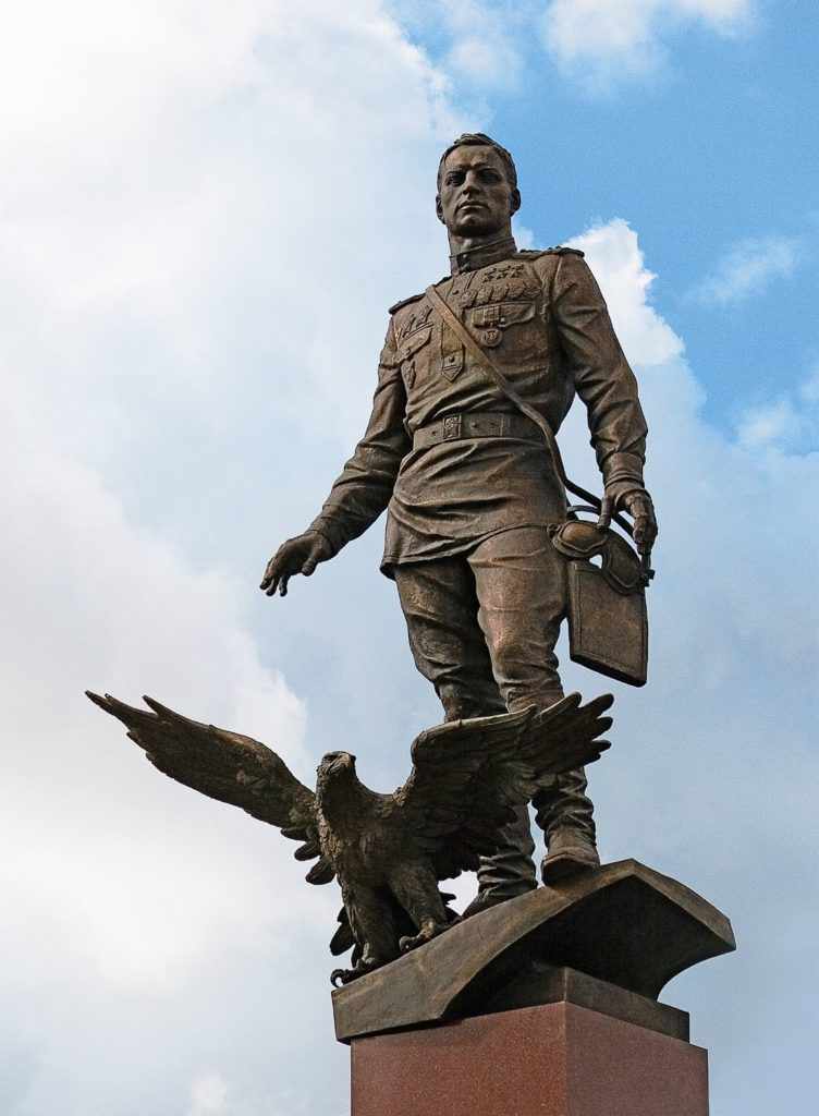 Памятник маршалу авиации Александру Покрышкину изготовлен из бронзы на скульптурном предприятии «Лит Арт». Установлен в Новосибирске в 2003 году.