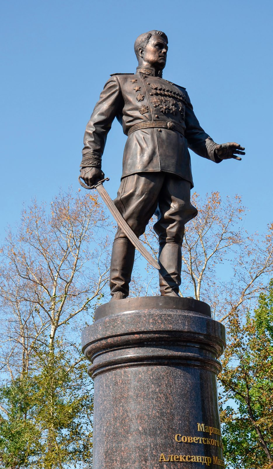 Памятник маршалу Советского Союза Александру Василевскому в Хабаровске