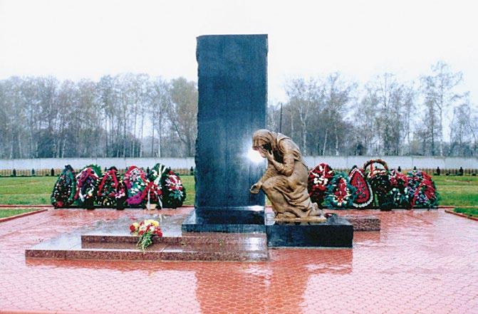 Памятник российским военнослужащим, погибшим в Чечне при исполнении воинского долга изготовлен на скульптурном предприятии «Лит Арт». Установлен в Ногинске в 2000 году.