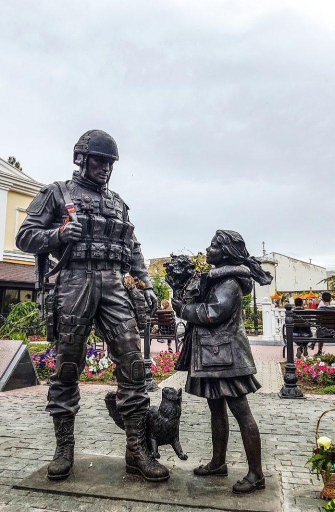 Памятник военнослужащим, принимавшим участие в присоединении Крыма к России изготовлен из бронзы на скульптурном предприятии «Лит Арт». Установлен в Симферополе в 2016 году.