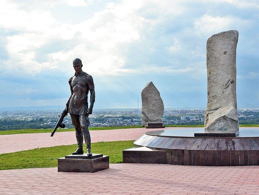 Памятник солдату на мемориальном комплексе в Абакане