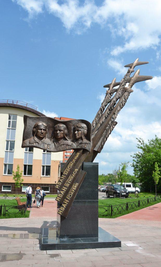 Памятник летчикам-истребителям «Трем Иванам» изготовлен из бронзы на скульптурном предприятии «Лит Арт». Установлен в городе Люберцы в 2015 году.
