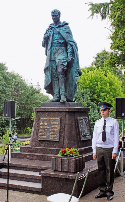 Памятник воинам-землякам, прошедшим дорогами войны в деревне Молоденово