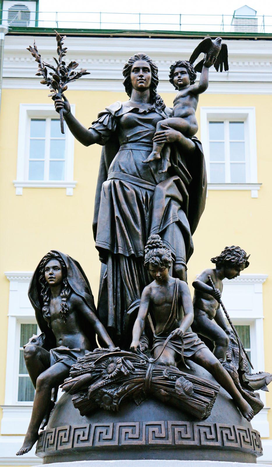 Памятник «Времена года» в Выксе