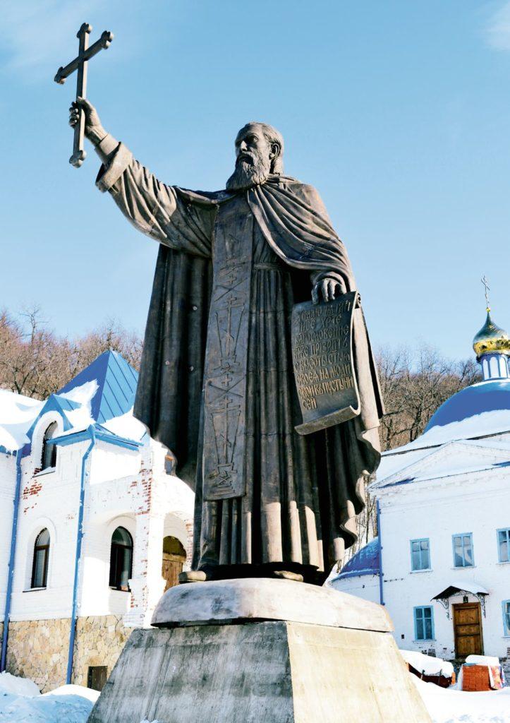Памятник святому Макарию Желтоводскому изготовлен из бронзы на скульптурном предприятии «Лит Арт». Установлен в Свияжске в 2013 году.