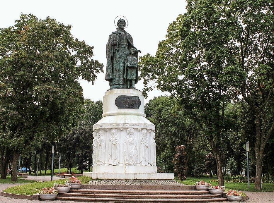 Памятник княгине Ольге Киевской в Пскове