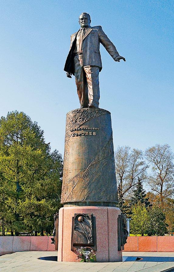 Памятник Сергею Королеву изготовлен из бронзы на скульптурном предприятии «Лит Арт». Установлен на аллее Космонавтов в Москве в 2008 году.