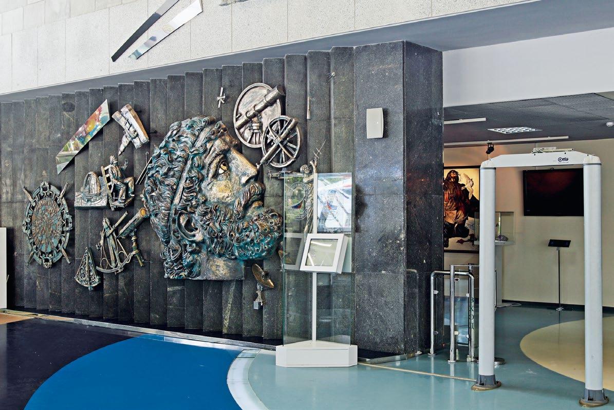 Панно в вестибюле музея Космонавтики в Москве