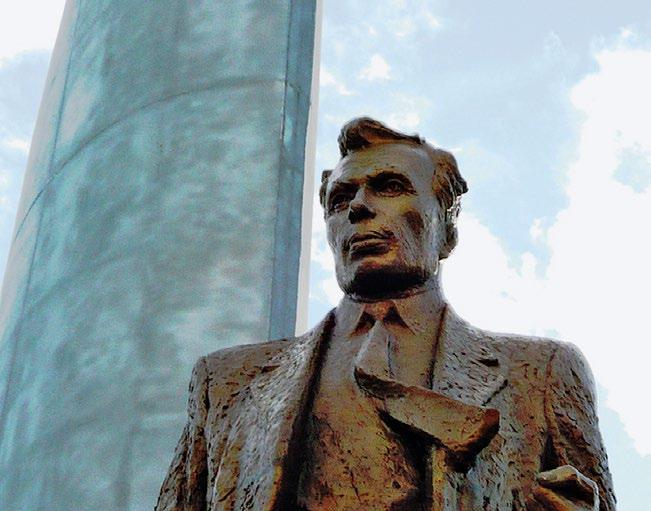 Памятник конструктору Ростиславу Алексееву в Нижнем Новгороде
