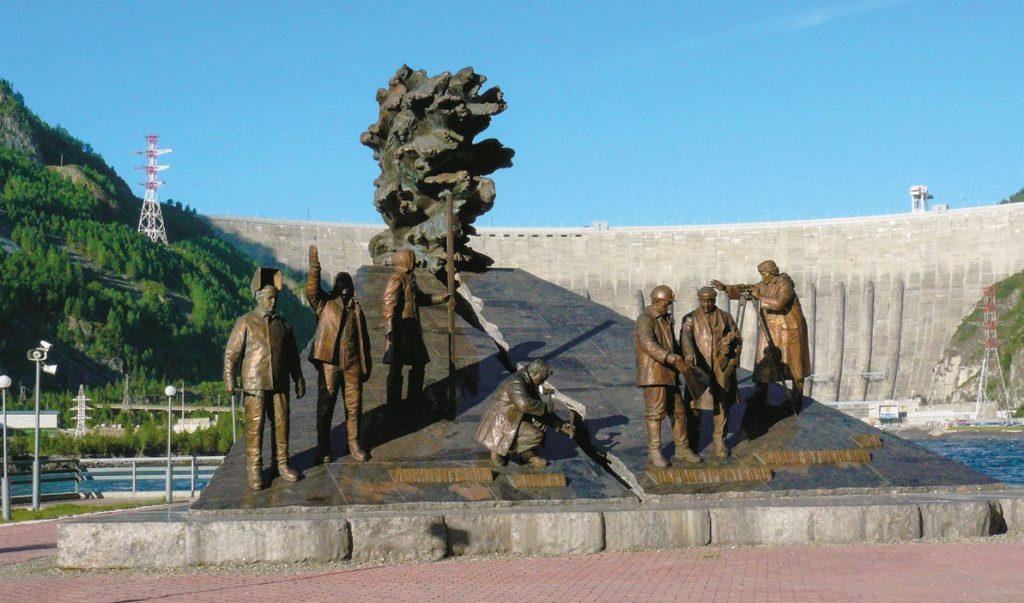 амятник «Покорителям Енисея» на Саяно-Шушенской ГЭС изготовлен из бронзы на скульптурном предприятии «Лит Арт». Установлен в поселке Черемушки в 2009 году.