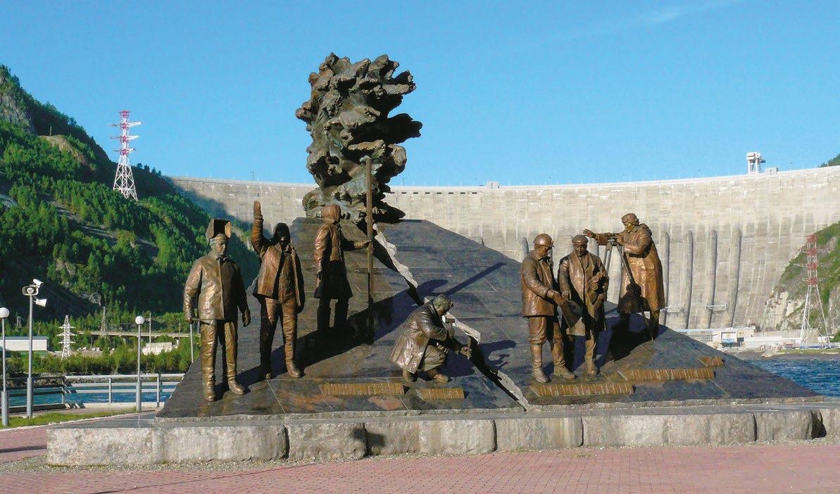Мемориал славы «Покорителям Енисея» на Саяно-Шушенской ГЭС в поселке Черемушки