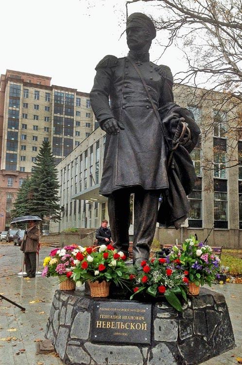 Памятник адмиралу Геннадию Невельскому в Южно-Сахалинске