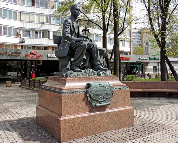 Памятник поэту Габдулле Тукаю изготовлен из бронзы на скульптурном предприятии «Лит Арт». Установлен в Москве в 2011 году.