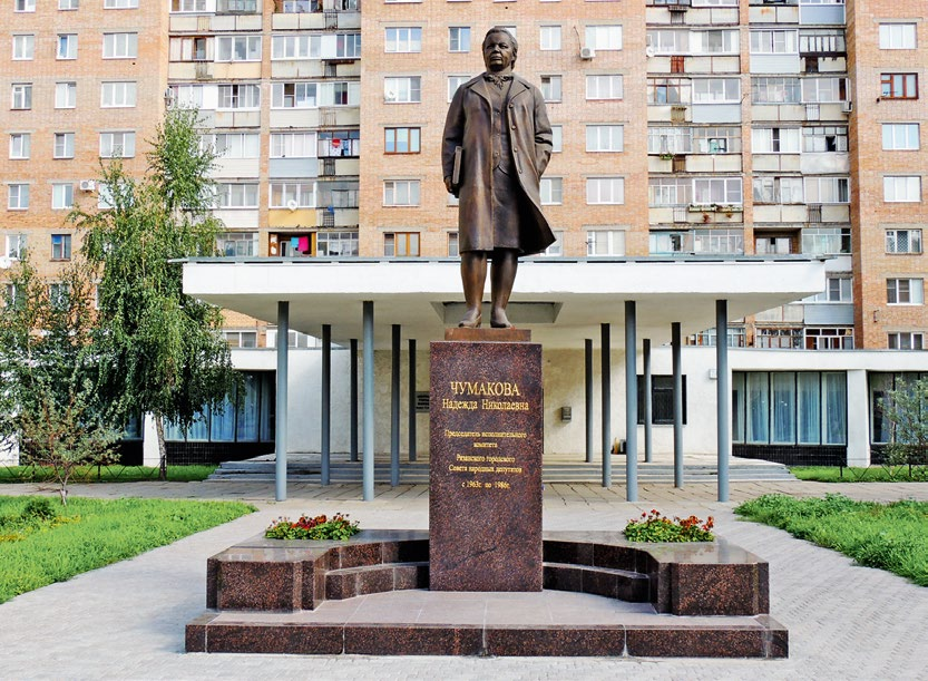 Памятник Надежде Чумаковой в Рязани