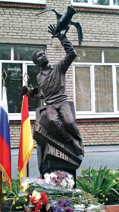 Памятник кавалеру ордена Мужества Жене Табакову изготовлен из бронзы на скульптурном предприятии «Лит Арт». Установлен в поселке Дуброво в 2013 году.