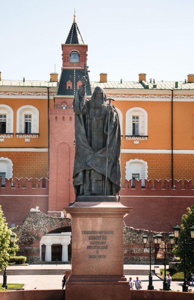 Памятник патриарху Гермогену изготовлен из бронзы на скульптурном предприятии «Лит Арт». Установлен в Москве в 2013 году.