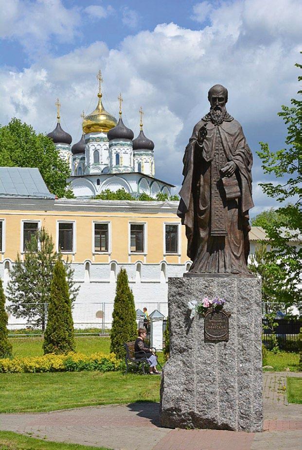 Памятник преподобному Иосифу Волоцкому в Волоколамске