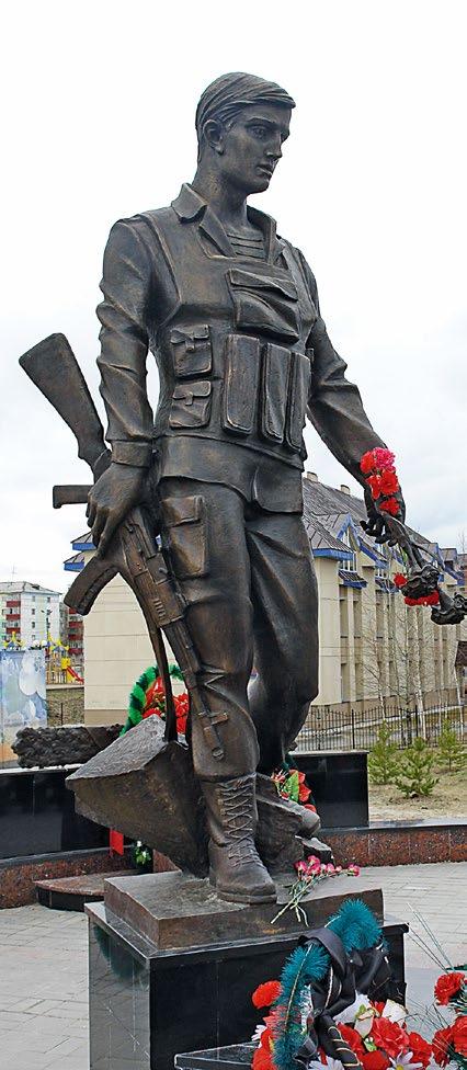 Памятник верным сынам Отечества изготовлен из бронзы на скульптурном предприятии «Лит Арт». Установлен в Нефтеюганске в 2010 году.