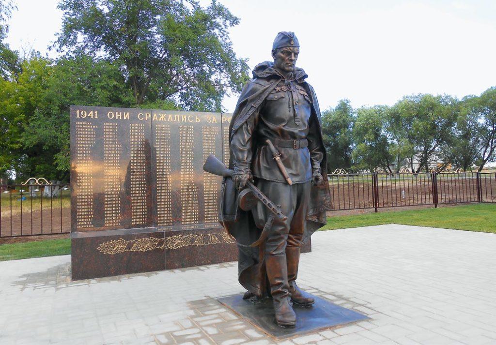 Памятник разведчику изготовлен из бронзы на скульптурном предприятии «Лит Арт». Установлен в селе Мазикино Белгородской области в 2013 году.