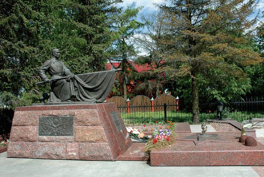 Памятник «Не пришедшим с войны» изготовлен на скульптурном предприятии «Лит Арт». Установлен в селе Ершово Московской области в 2012 году.