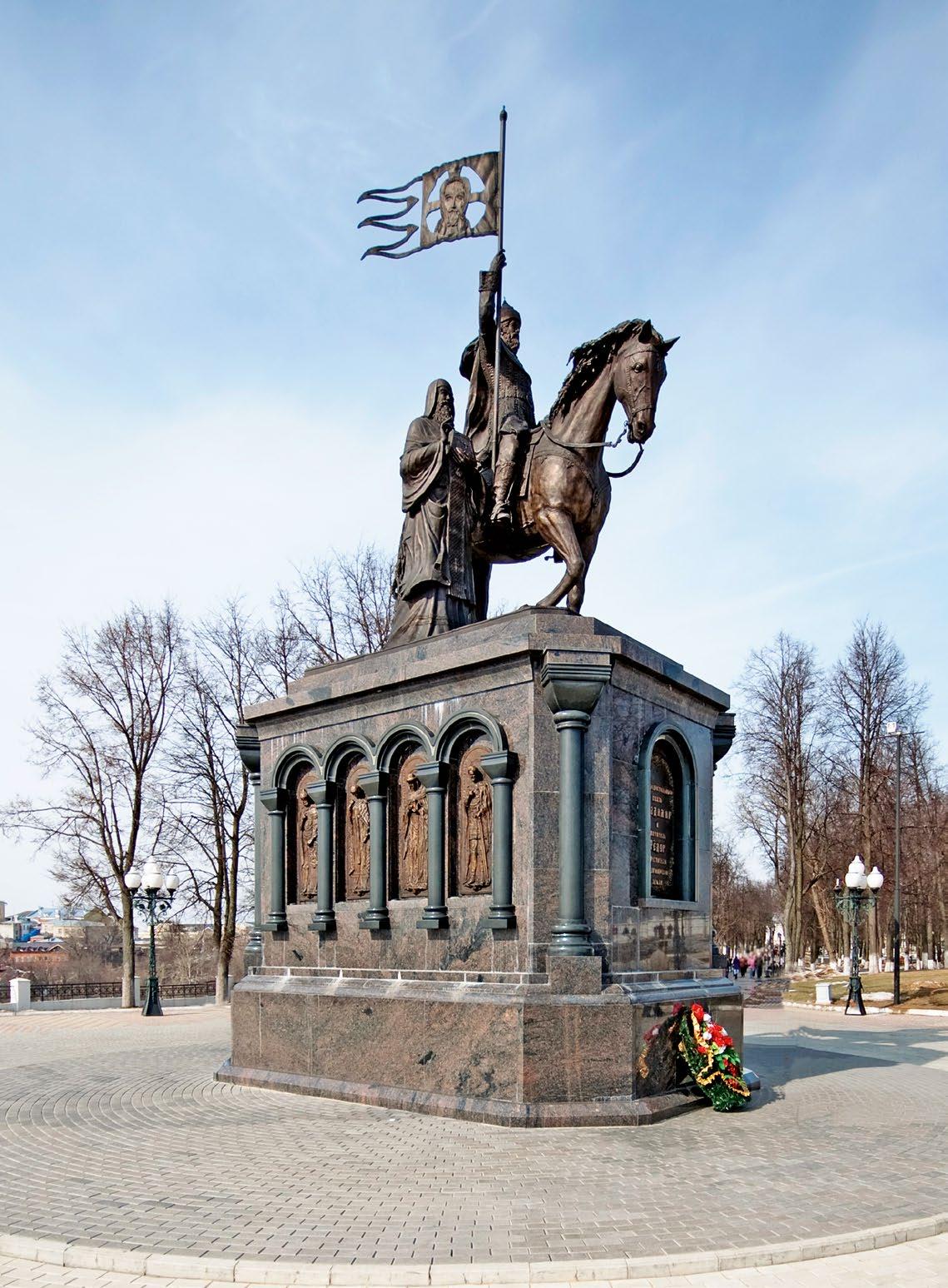 Памятник князю Владимиру и святителю Федору во Владимире