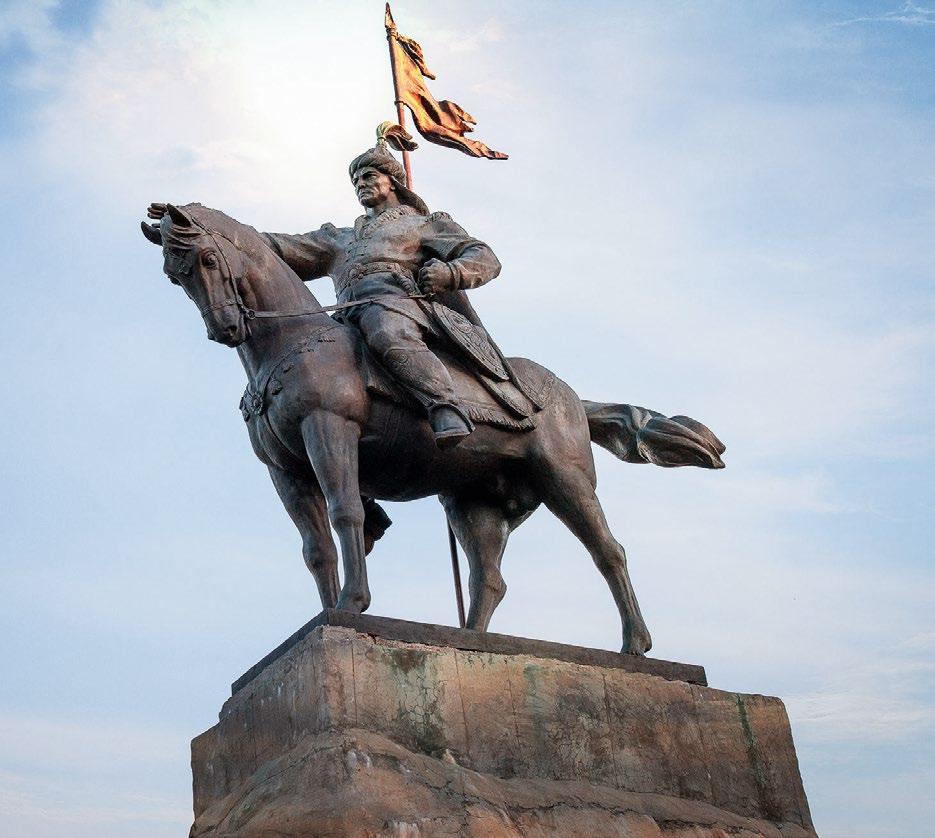 Памятник основателю Елабуги Ибрагиму I бен Мухаммаду изготовлен на скульптурном предприятии «Лит Арт». Установлен в столице республики Татарстан в 2007 году.
