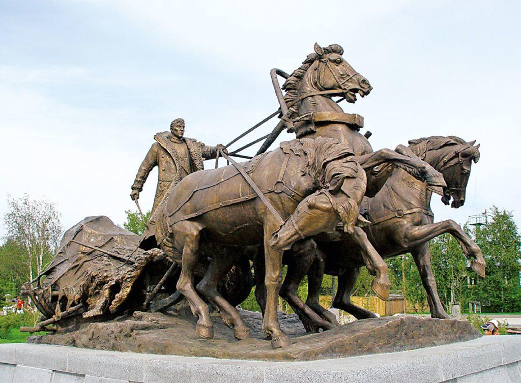 Памятник ямщикам изготовлен из бронзы на скульптурном предприятии «Лит Арт». Установлен в Ленске в 2005 году.
