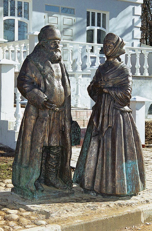 Памятник горожанам в Дмитрове, купец и купчиха