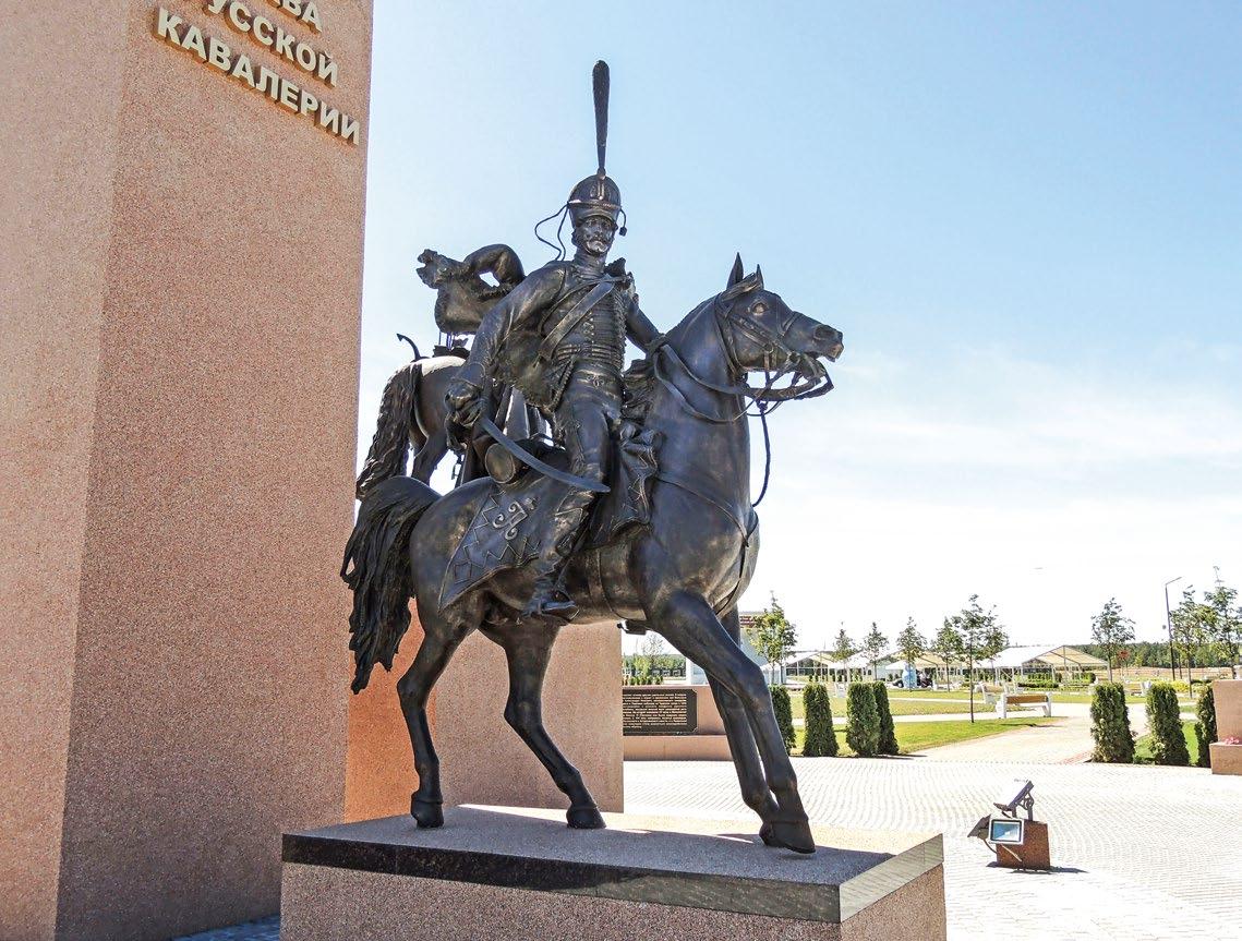 Памятник русской кавалерии в деревне Орлово. Гусар