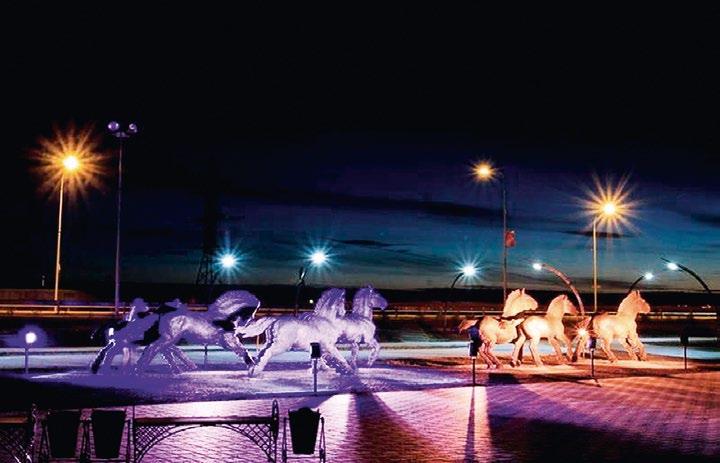Памятник «Табун диких лошадей» в Ханты-Мансийске