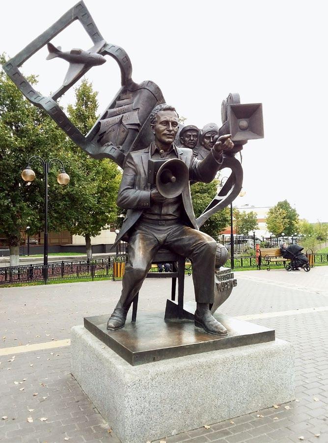 Памятник кинорежиссеру Евгению Карелову в Подольске